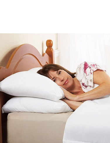 PACK OF TWO SILENTNIGHT LUXURY SUPERWASH PILLOWS