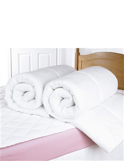 Summer-Weight 4.5 Tog Duvets By Downland