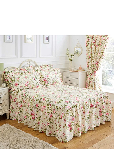 Quilted Fitted Bedspread, Pillowshams and Lined Curtains