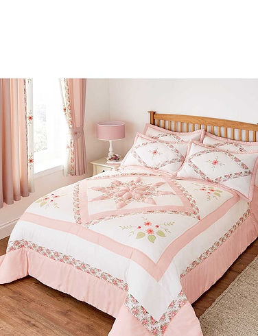 Eva Puffball Quilted Bedspread